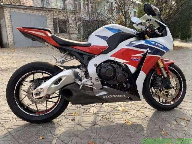 Honda CBR 1000RR 2014 - 5